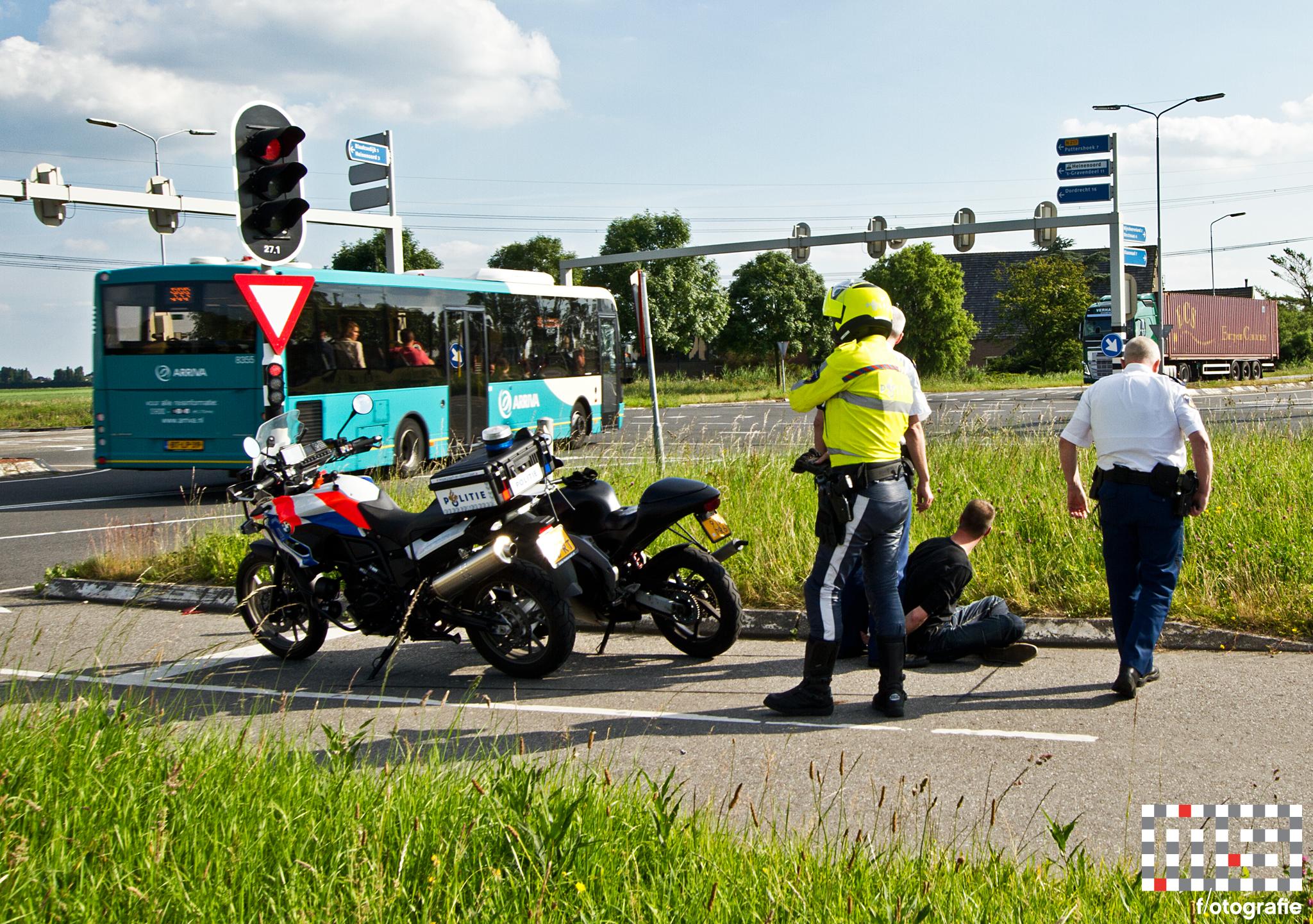 Motorrijder na achtervolging op A29 aangehouden bij Heinenoord Busstation - Foto MS Fotografie - Maandag 23 juni 2014