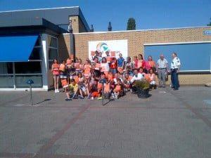 Uitreiking oorkondes verkeersbrigadiers op de basisschool De Bron als dank voor bewezen diensten.