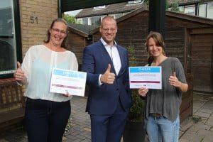 20150914 Overhandiging cheque initiatief gemeentekraam 's-Gravendeel