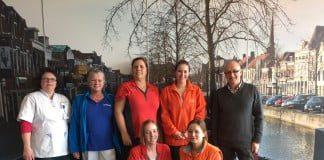 : Corine de Vries (Agathos), Mieke vd Stelt (Buurtzorg), Marianne Bosman (Zorgwaard, regio west), Marlies Poiesz (Careyn, regio oost), Rob Bergevoet (Welzijn Hoeksche Waard), Caroline Smeets (Careyn, regio west) en Marianne van der Wulp (Zorgwaard, regio oost). Ontbrekend op de foto is Maureen van Kempen (Heemzicht), die zich vanaf maart ook bij onze projectgroep zal voegen.