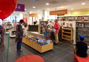 De nieuwe bibliotheek in Dienstencentrum 't Weegje