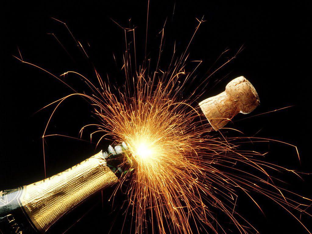 Nieuwjaarsfeest tijdens de nieuwjaarsnacht in Oud-Beijerland - Hoeksche  Waard Nieuws