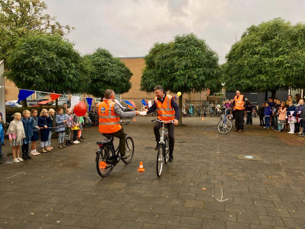 School met de Bijbel in Nieuw-Beijerland ontvangt School op Seef label - Hoeksche Waard - Hoeksch Nieuws - Het laatste nieuws uit de Hoeksche Waard