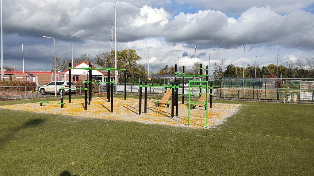 Het nieuwe fitnesspark in Strijen wordt ingericht - Hoeksche Waard - Hoeksche Waard Nieuws