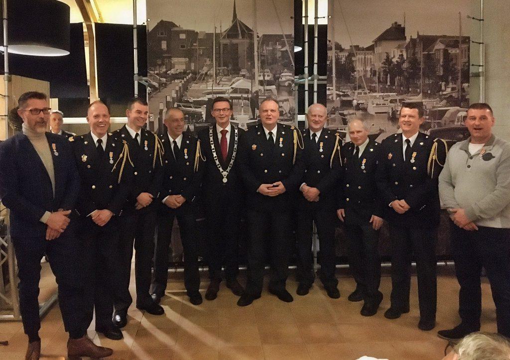 Negen (oud)brandweercollega's Brandweer Oud-Beijerland @BrandweerOBL namens Zijne Koninklijke Hoogheid geridderd tot Lid in de Orde van Oranje-Nassau..