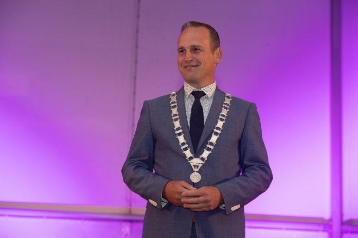 Burgemeester Van Hemmen officieel beëdigd - foto's gemeente HW