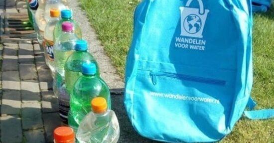 Leerlingen groep 8 van Cbs de Parel gaan 6 km lopen met 6 liter water in rugzak om geld op te halen